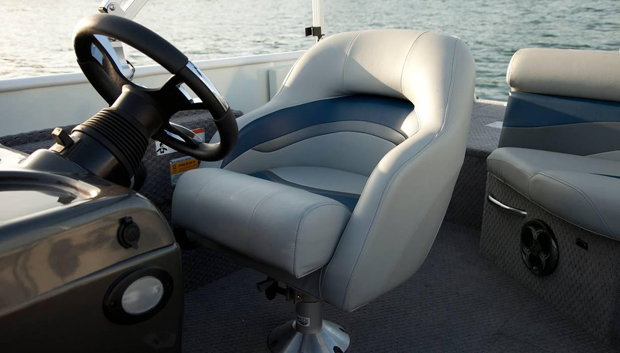 Hi Lowe 2015   Sd224   Helm Seat