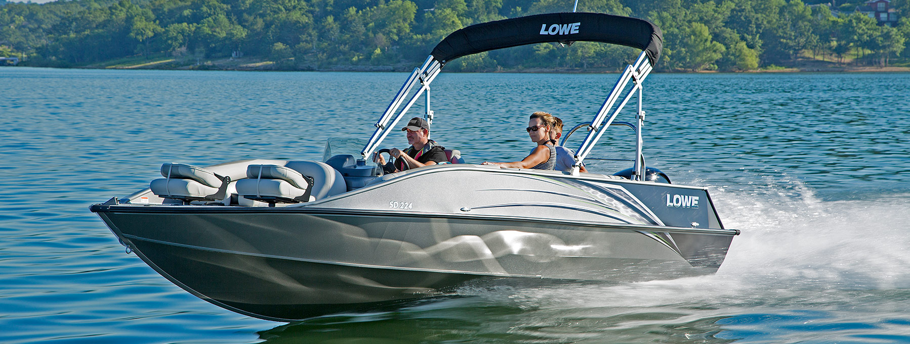 Lowe 2018 deck boats aluminum fishing runabout boat for Fishing deck boats